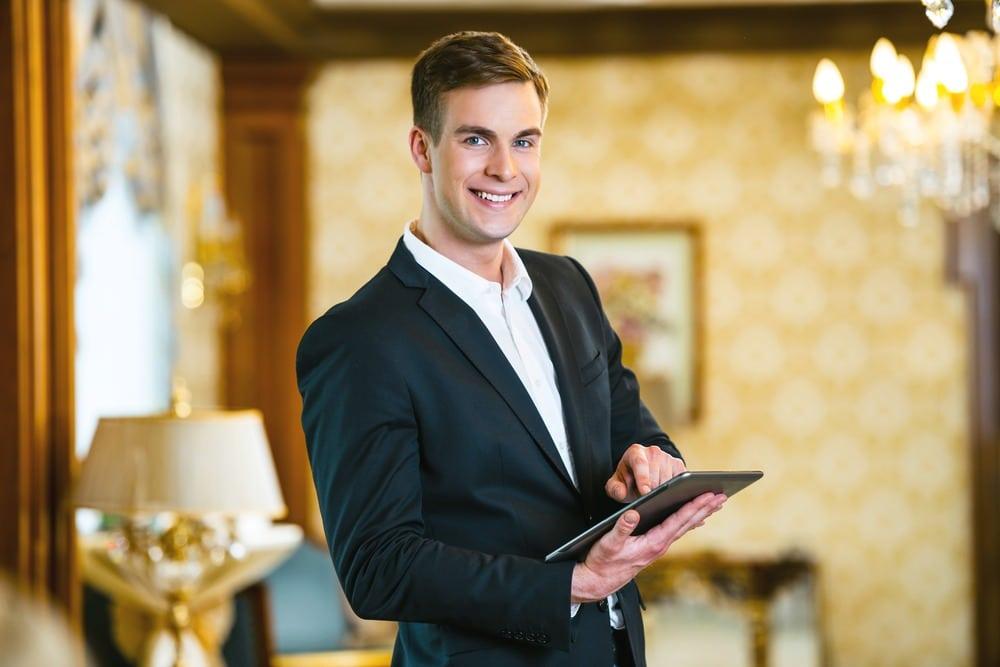 σπουδες hotel manager